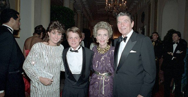 640px-The_Reagans_with_Michael_J._Fox_and_Nancy_McKeon-640x330